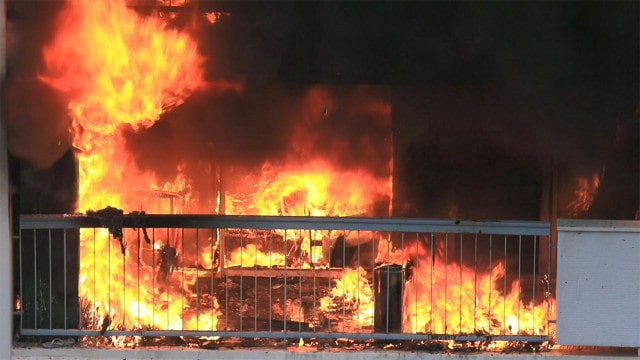 O fogo está queimando a casa