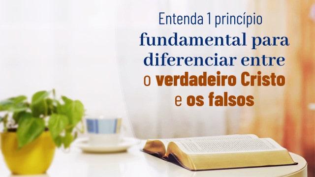 Livro da Palavra de Deus em cima da mesa