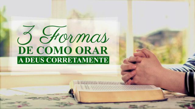 Um cristão ora a Deus depois de ler a Palavra de Deus
