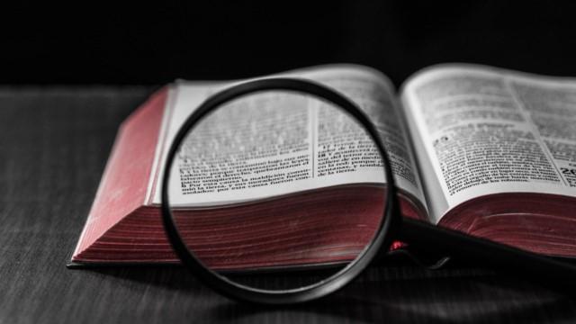 Buscando o que o livro selado com sete selos em Apocalipse refere-se